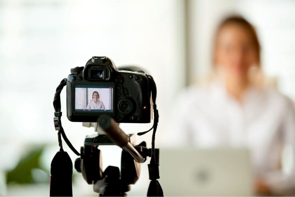 Teach online with focusing on creating lengthy videos - GRINFER